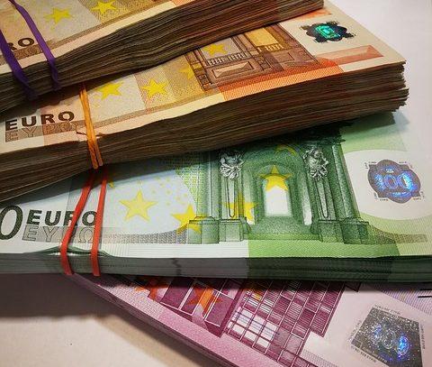 Rekompensata za koszty odzyskiwania należności w wysokości 40 euro.